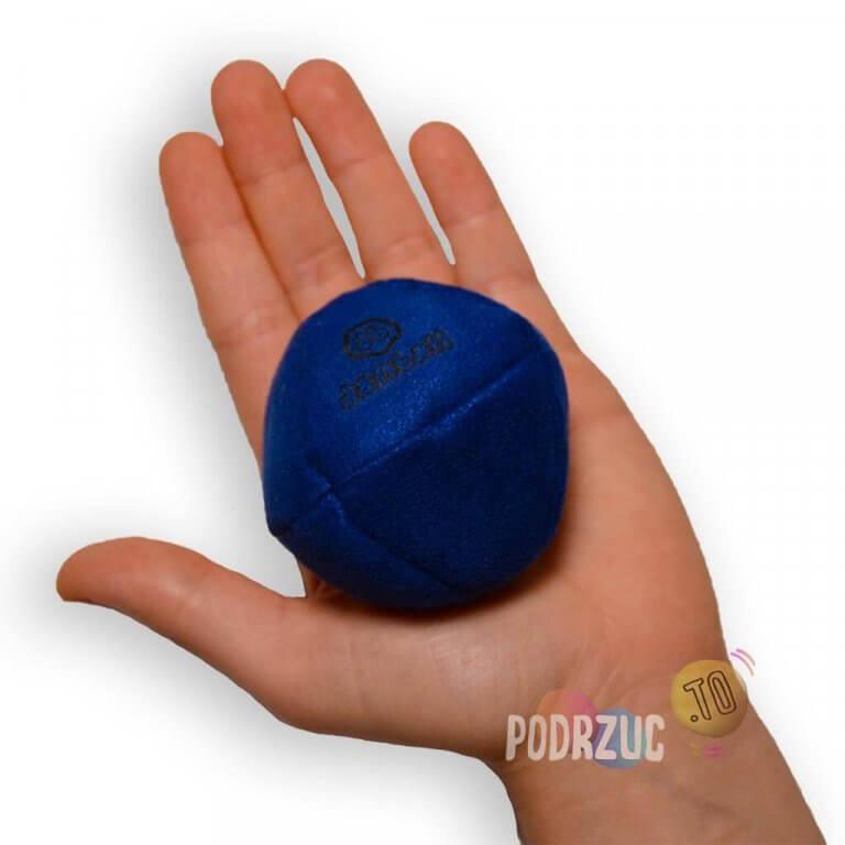 Piłka do Advance danball w ręce podrzuc.to